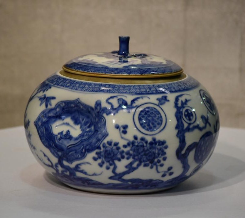 japanese-blue-and-white-pottery-for-sale-001_1067x712