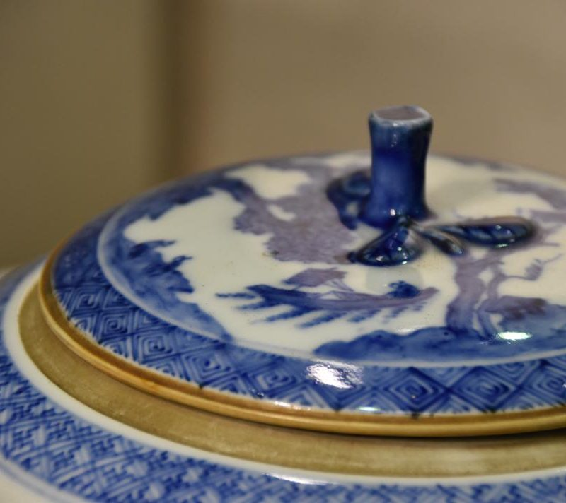 japanese-blue-and-white-pottery-for-sale-002_1067x712