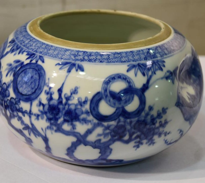 japanese-blue-and-white-pottery-for-sale-004_1067x712