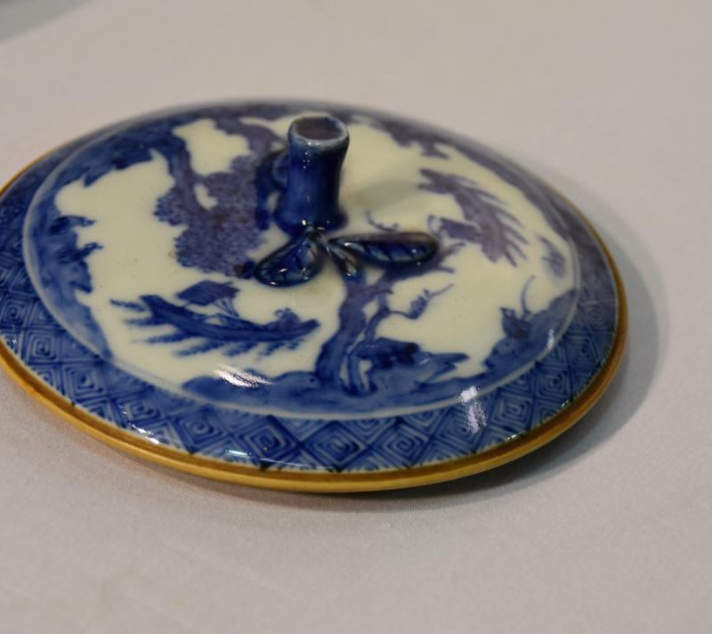 japanese-blue-and-white-pottery-for-sale-005_1067x712
