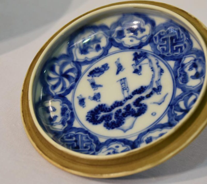 japanese-blue-and-white-pottery-for-sale-006_1067x712