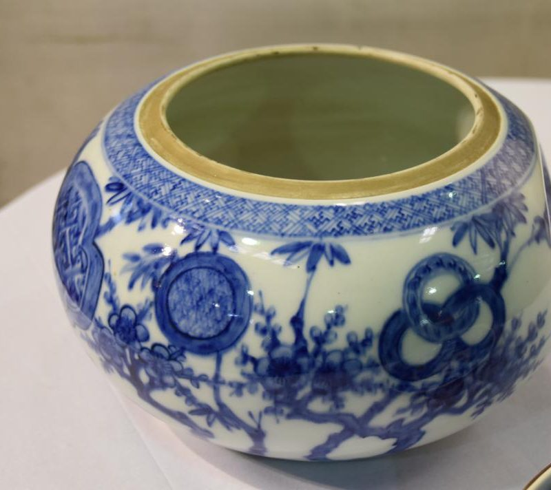 japanese-blue-and-white-pottery-for-sale-007_1067x712
