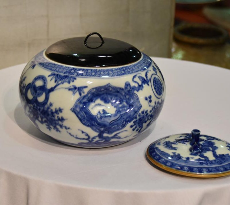 japanese-blue-and-white-pottery-for-sale-011_1067x712