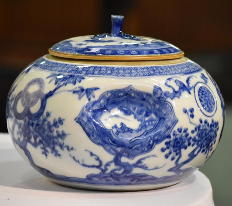 japanese-blue-and-white-pottery-for-sale-014_1067x712