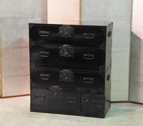 black-lacquer-chest-of-drawers-012_1067x712