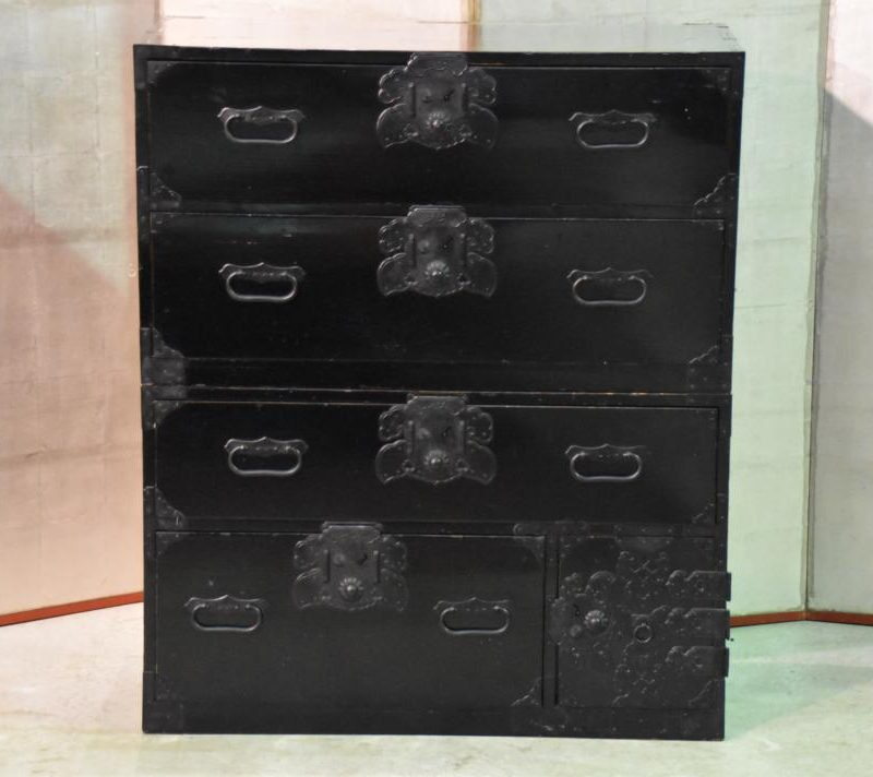 black-lacquer-chest-of-drawers-013_1067x712
