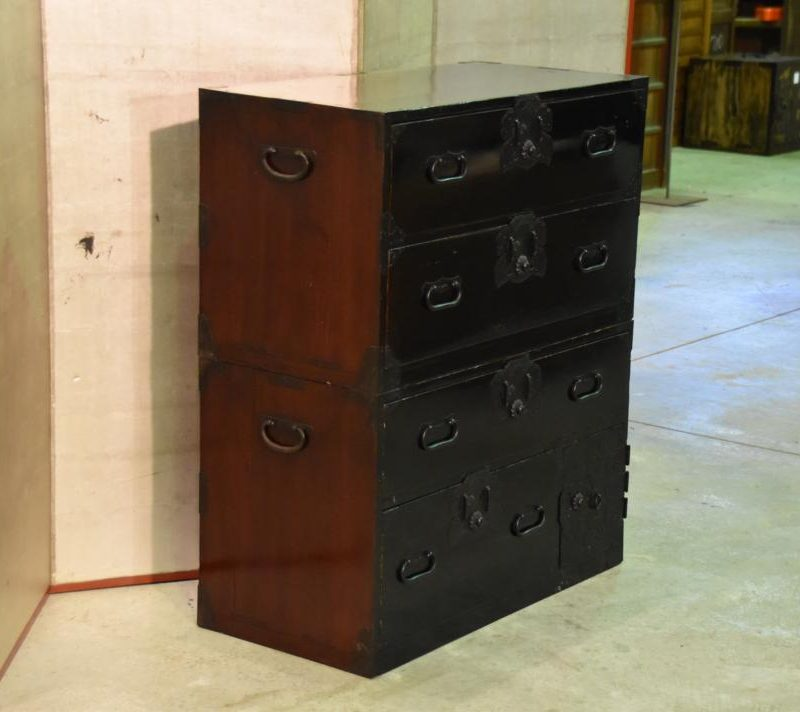 black-lacquer-chest-of-drawers-019_1067x712