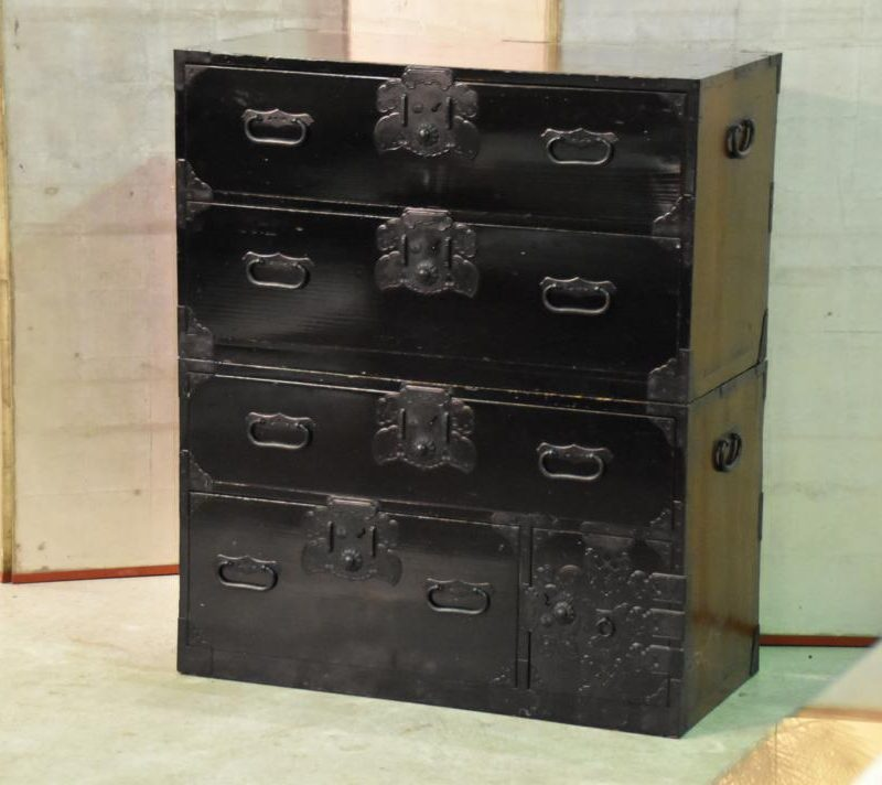 black-lacquer-chest-of-drawers-021_1067x712