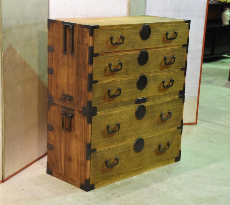 antique japanese clothing chest 003_1067x712