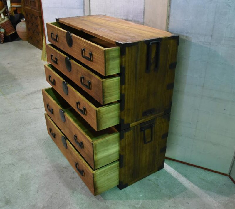 antique japanese clothing chest 010_1067x712