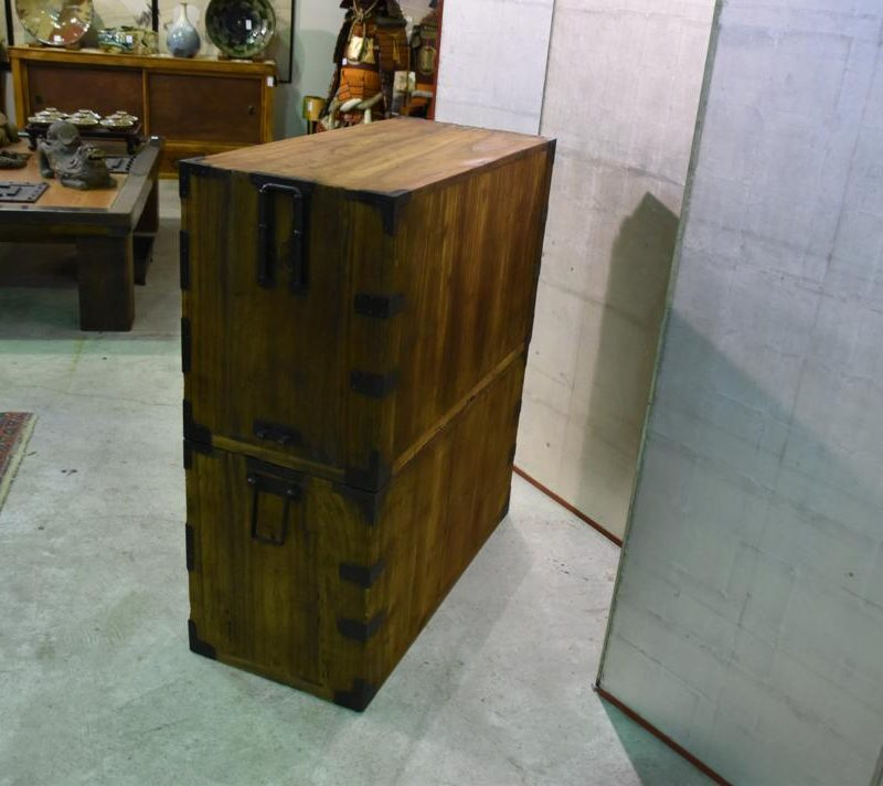 antique japanese clothing chest 011_1067x712